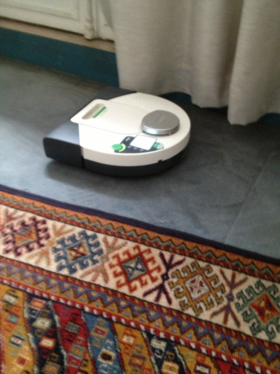 l aspirateur robot kobold vr 100. Black Bedroom Furniture Sets. Home Design Ideas