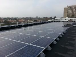 Photo panneaux photovoltaïques installés sur le toit_2015_Copyright Otis (Copier)