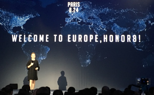 Eva Wimmers, Présidente d'Honor pour l'Europe de l'Ouest, introduit le nouveau flagship de la marque